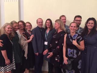 10 deltagere fra MINT Forum 2019 står smilende med Bill Miller i midten
