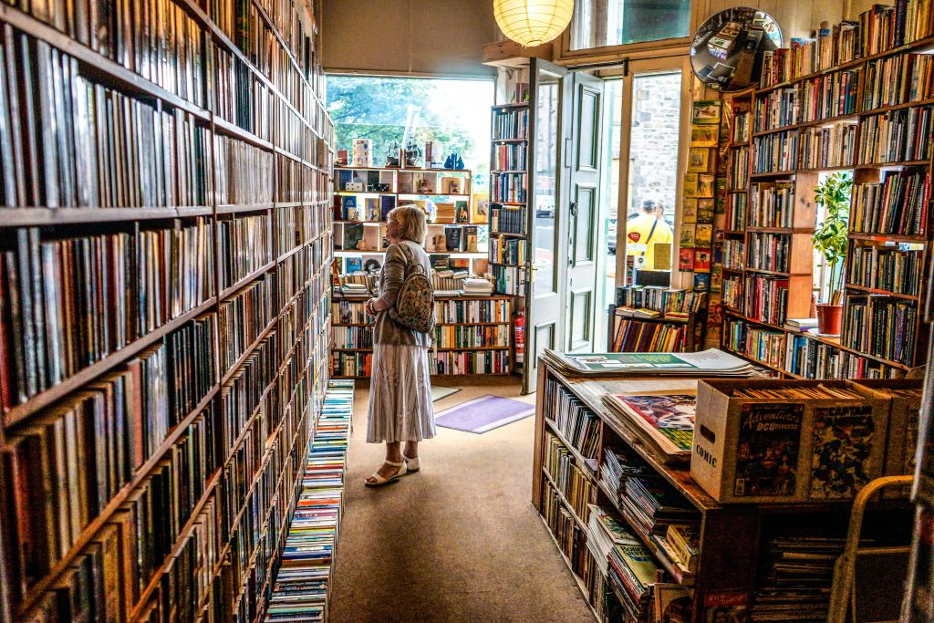 Libreria - Photo by John Michael Thomson on Unsplash