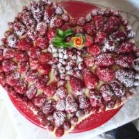 Cuore di fragole e fragoline di bosco