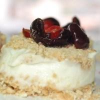Dessert di ricotta con ciliegie