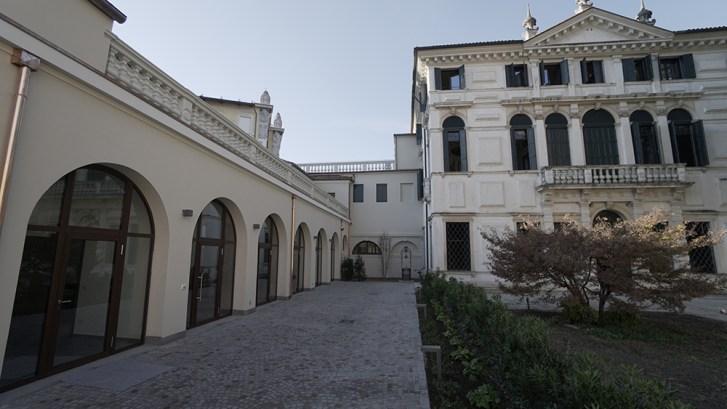 La barchessa di Villa Tron a Padova, sede di Barco Teatro