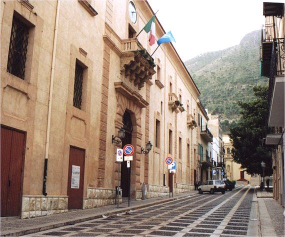 Palazzo Crociferi, sede del comune (foto castellammare.com)