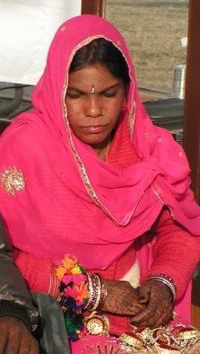 Die Braut darf in Indien nicht fröhlich schauen, denn sie verlässt ihr Elternhaus.
