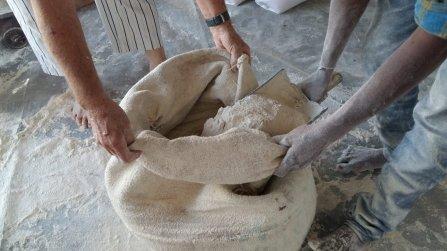 Heute wurden Vollkornweizenmehl und Hülsenfrüchte portioniert
