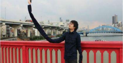 Japonés se aburre de los palo de 'selfies' y crea el 'brazoselfie'