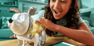 Proto Max es un perro juguete de Hasbro para niños mayores de seis años