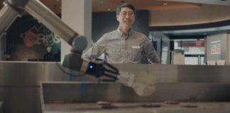 Ahora tendrás más ayuda en la cocina con Flippy, el robot experto en hacer hamburguesas