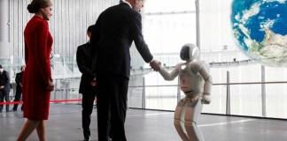 Reyes de España sostuvieron un breve encuentro con el robot Asimo