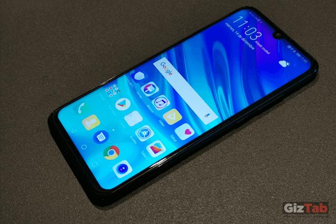 En el incrustada en el drewdrop notch, se encuentra incrustada la cámara frontal del Huawei P smart 2019, que es de 8 Mpx