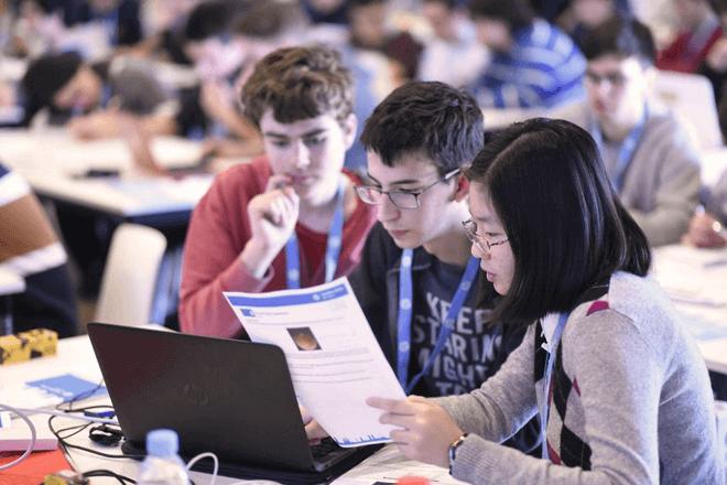 CodeWars, una competición de programación que despierta el interés por la ciencia y la tecnología en los jóvenes estudiantes, y que este año ha alcanzado una cifra récord de participación femenina.