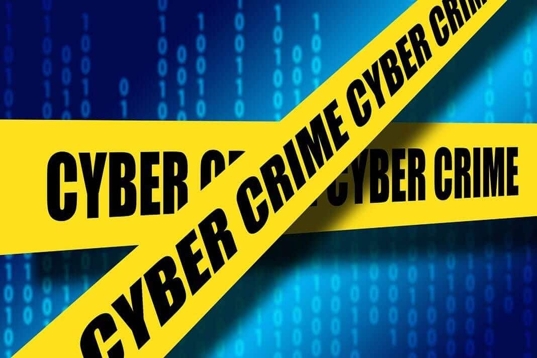 Gráfica con cinta de advertencia de cibercrimen