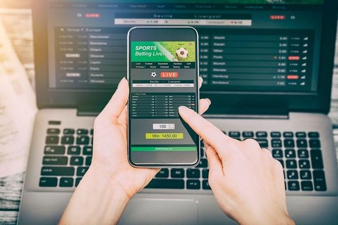 Los casinos y sitios de apuesta online son un anzuelo bastante atractivo para los jóvenes. Aquí te explicamos cómo abordar esta situación a tiempo.