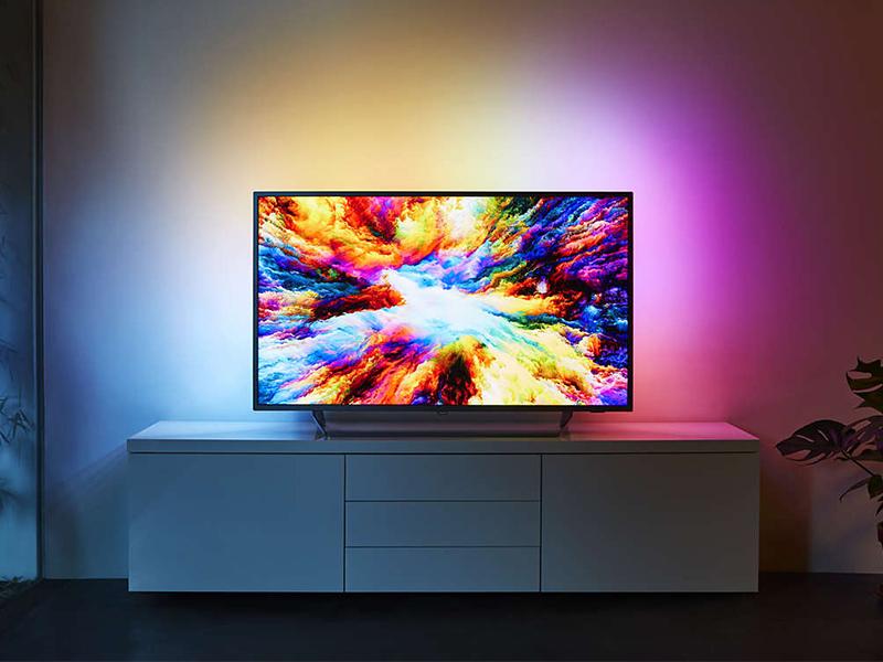 Philips 55PUS7303/12, un televisor que presume de Ambilight de 3 lados