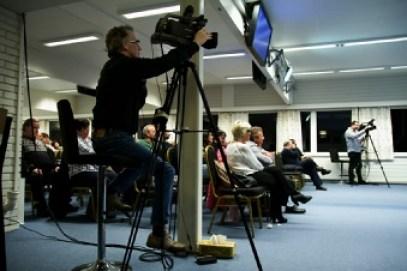 Ett glimt fra vårt tv arbeid. Her gjør vi opptak av ett møte. Foto Geir Nævdal.