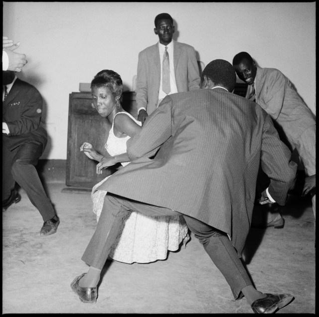 Malick Sidibé, Dansez le Twist, 1965 Papier : 120 x 120 cm
