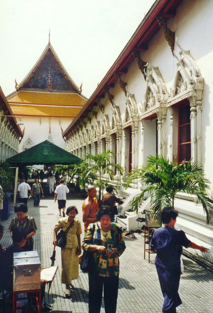 4 Day Bangkok Itinerary | Wat Mahathat