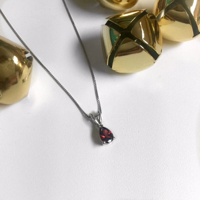 Holiday time = time for new jewelry! Find sparkle at Angara! | GlamKaren.com
