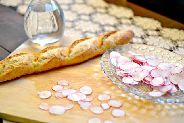 How to Host a Parisian Inspired Party (in 5 Steps)