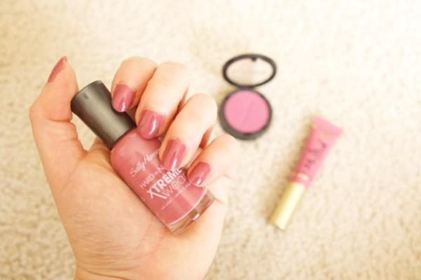 Sally Hansen nail polish in Mauve Over | Glamor and Gloss