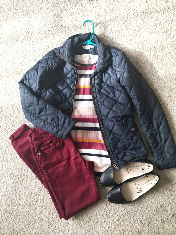 Burgundy jeans outfit idea