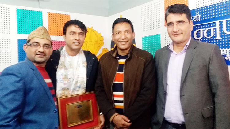 'रेडियो अन्नपूर्ण नेपाल' द्धारा 'सेलिब्रेटी अफ द मन्थ' गायक प्रल्हाद तिमल्सिना सम्मानित