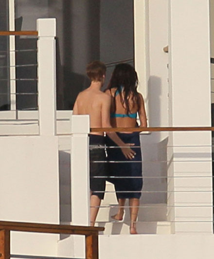 Justin Bieber and Selena Gomez kissing on a yacht in the Caribbean