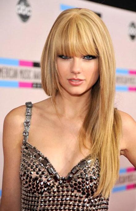 Taylor Swift's hair at 2010 AMA. Favorite Female Artist winner Taylor Swift