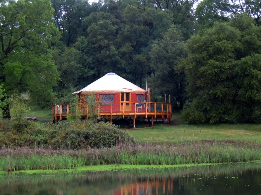 Pacific_Yurt_used_for_lakeside_recreation_cabin