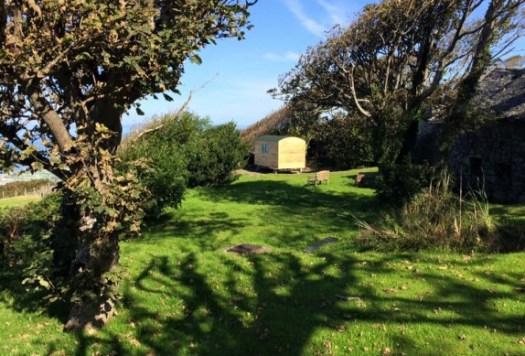 glamping-north-wales-the-farm-hut-gwynedd-1-574x389