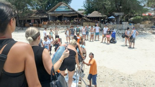 unboarding-on-gili-t