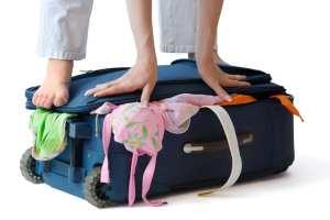 Come non stropicciare i vestiti in valigia: consigli di viaggio
