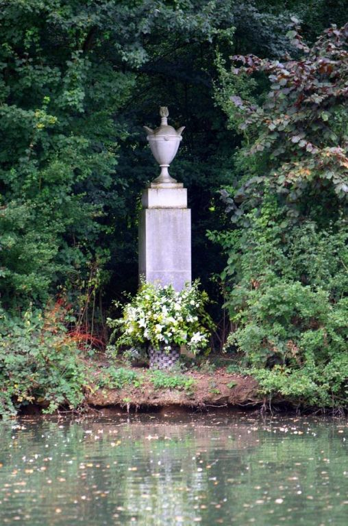 Althorp-Diana-Grave
