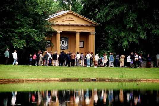 Estate: Visitors pay to visit Althorp temple
