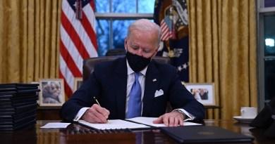 Reverses Trump's Visa Ban