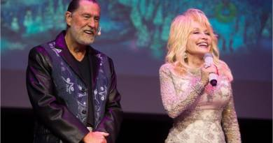 Dolly Parton Loses Brother