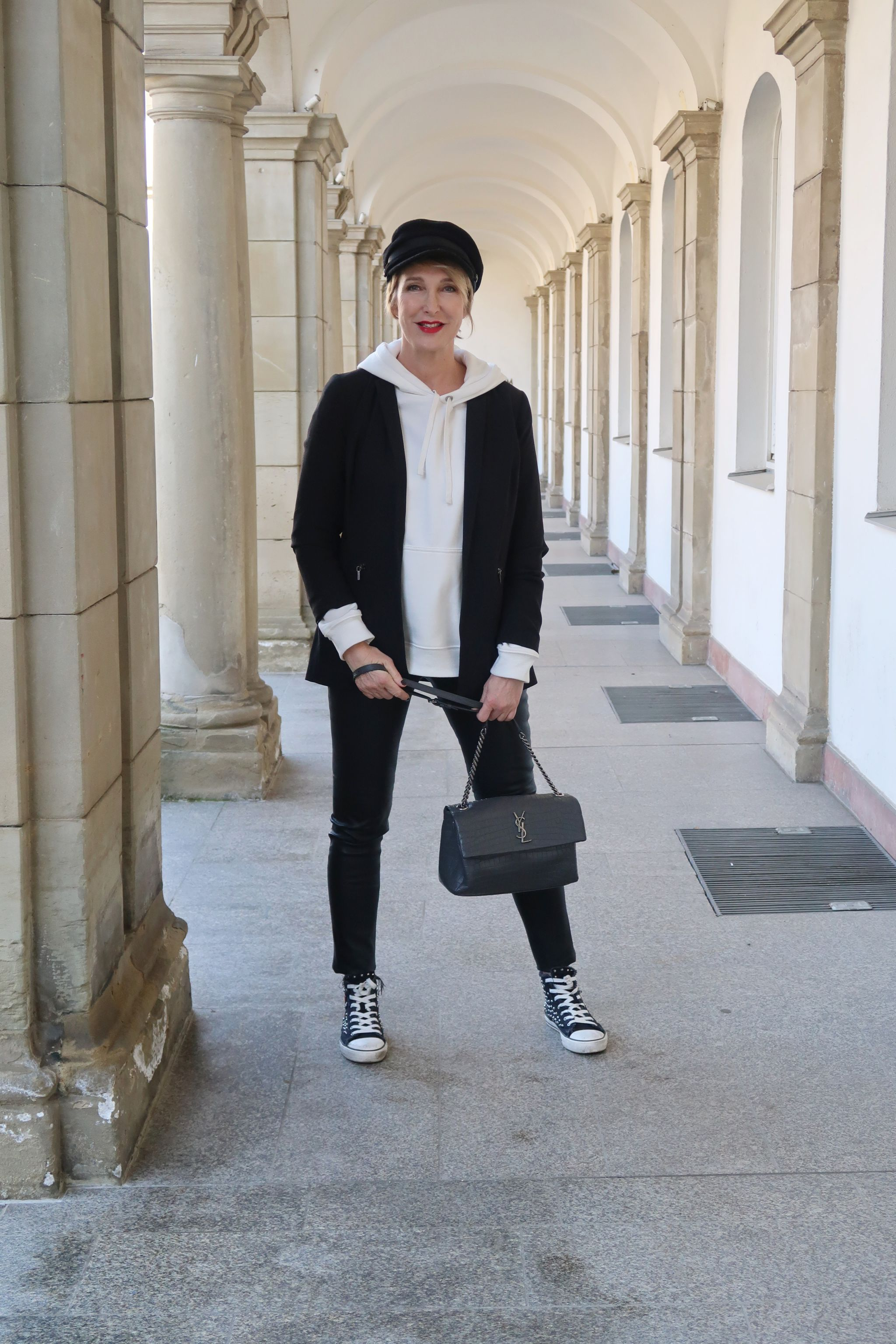 glamupyourlifestyle Oversize-Hoodie Kapuzenshirt Trackpants Athleisure-Trend sneakers-Blazer sportlich-schick