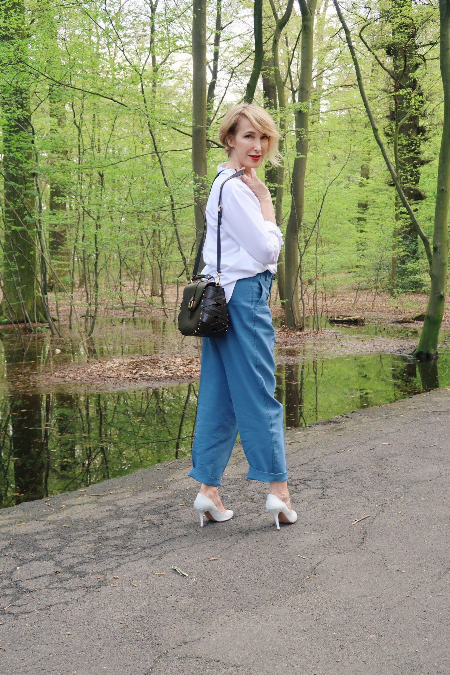 glamupyourlifestyle klassische-weiße-bluse pumps ü40-mode ü50-mode ue40-blog