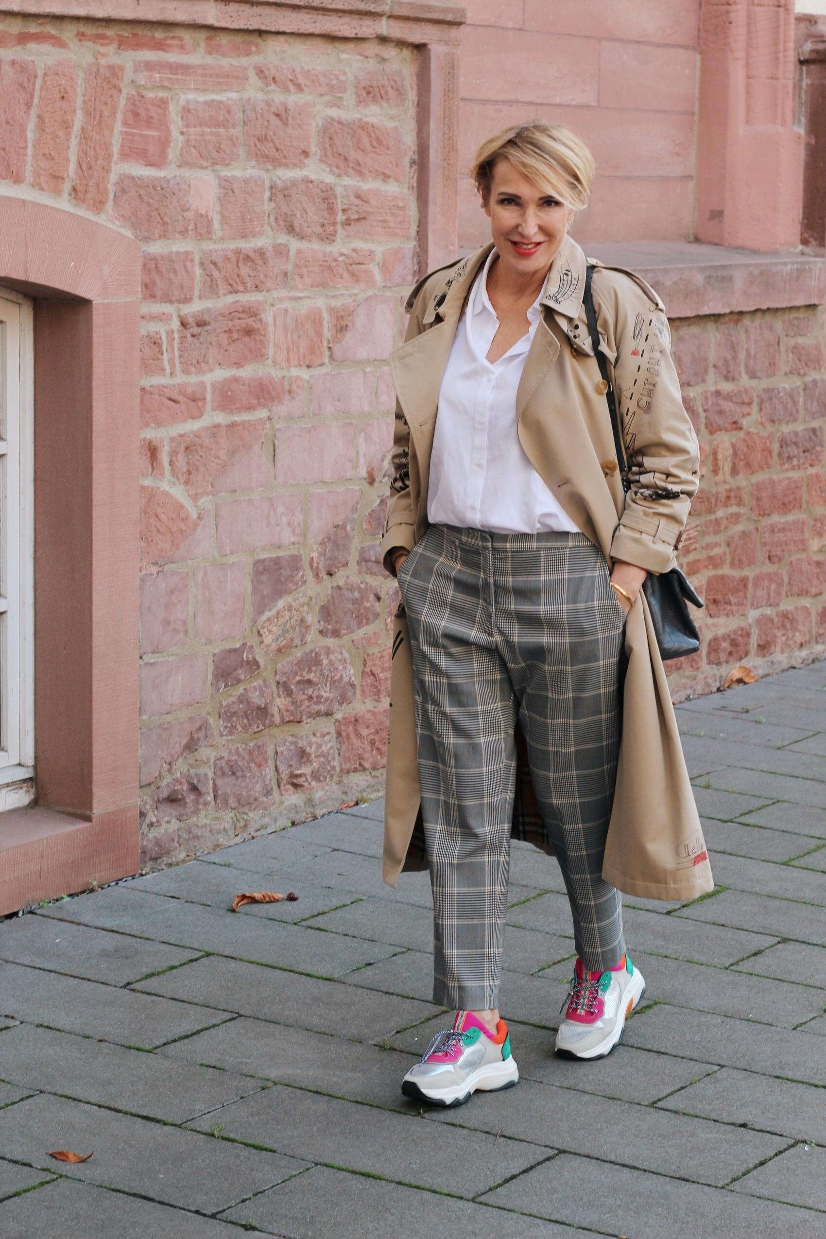 glamupyourlifestyle sneakers ugly-sneakers globige-sneakers trends radlerhose bauchtasche ü-40-blog -50-blog