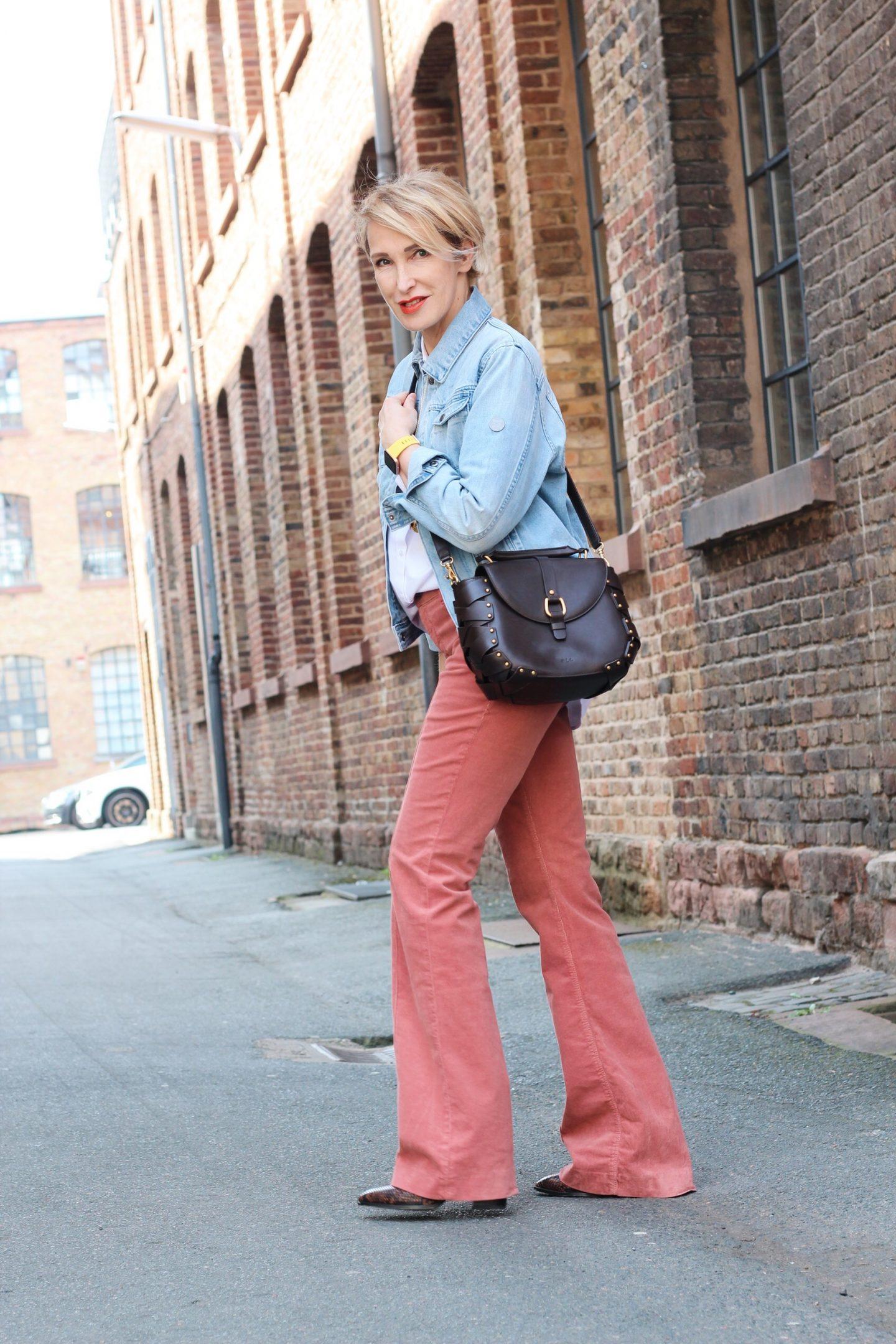 glamupyourlifestyle cordhosen jeansjacke klassische-wieße-bluse ü-40-blog ü-50-blog ue-40-mode ue-50-mod