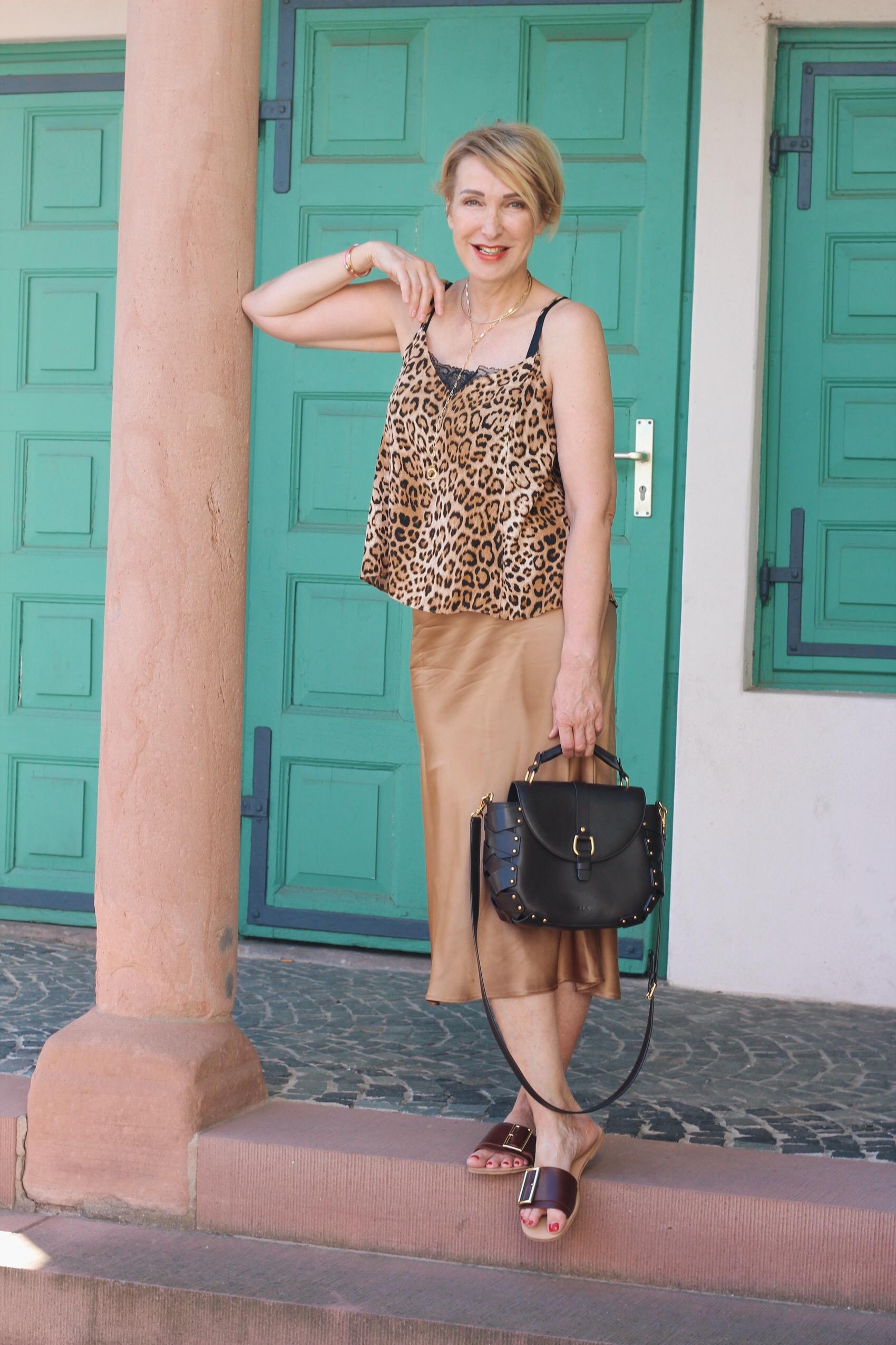 glamupyourlifestyle trendfarbe braun kombinieren Sommerbraun Modeflüsterin Sommer-Outfit ü-40-blog ü-50-blog ue-40-blog ue-50-blog