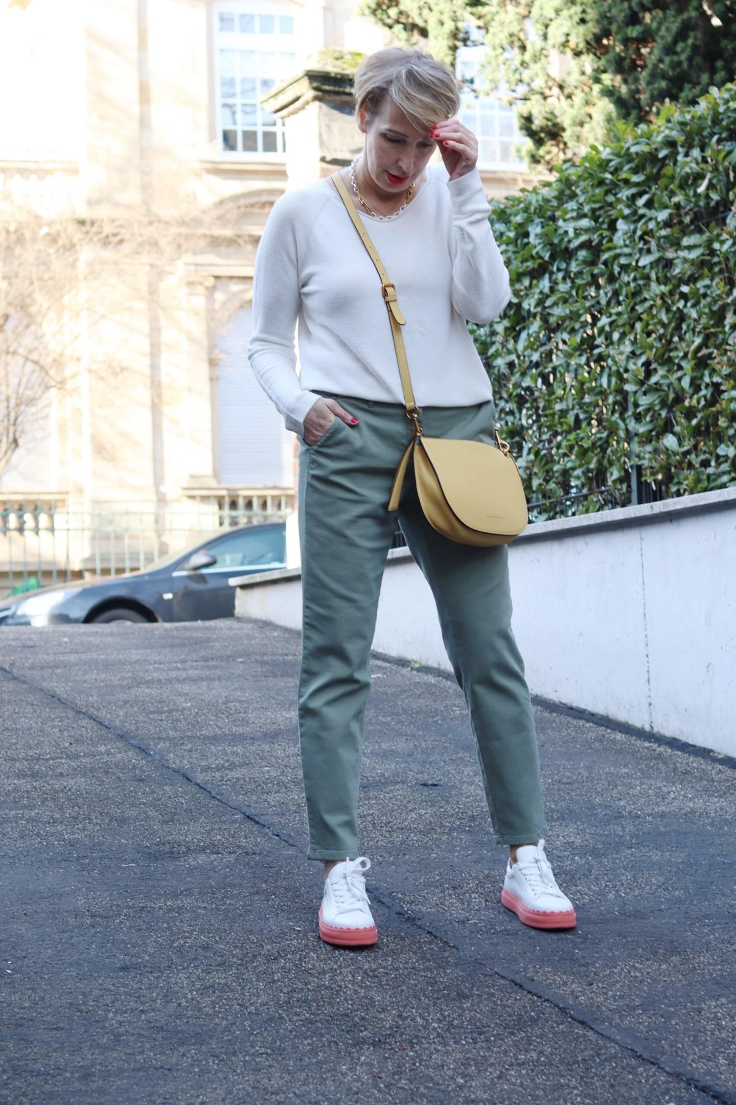 glamupyourlifestyle homeoffice chino sneakers ue-40-mode ue-50-blog