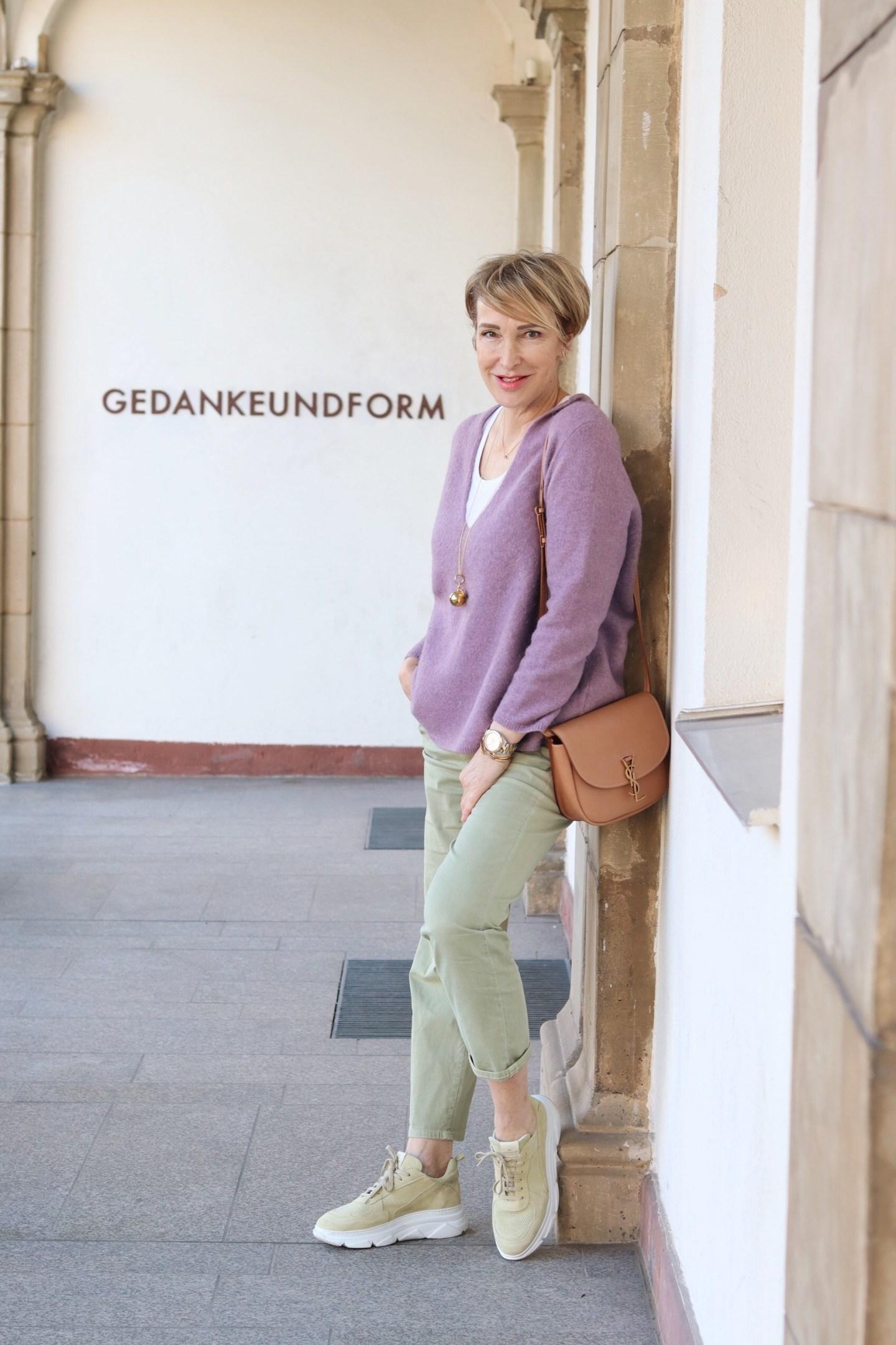 glamupyourlifestyle Neuanfang Frühling Chinohose ue-40-blog ue-50-blog