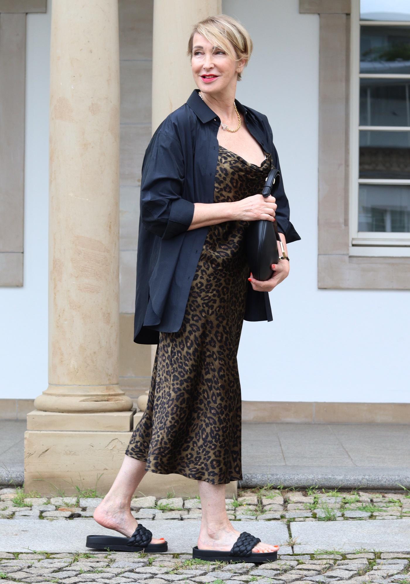 glamupyourlifestyle slip-dress Nachhaltigkeit Kaufverhalten Dorothee-Schumacher-Bluse ue-40-Blog ue-50-Mode