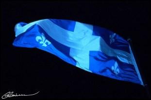 Au commencement, il y avait... (Québec, chutes Montmorency, éclairage fourni par les Grands Feux Loto-Québec, juillet 2002.)