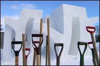 Recette, ingrédients, résultat. (Sculptures sur neige, Carnaval de Québec, février 2004.)