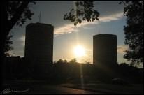 Twin Towers, UL. (Québec, Canada, septembre 2004.)