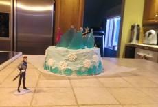 Notez que le méchant-pas-fin-du-film n'a pas sa place sur le gâteau.