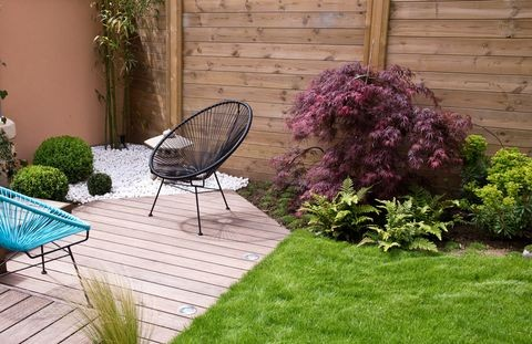 10 Awesome Ideas For Your Small Garden Design chair decking