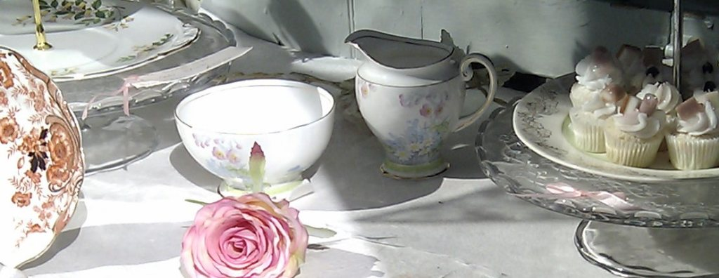 cakes cups roses