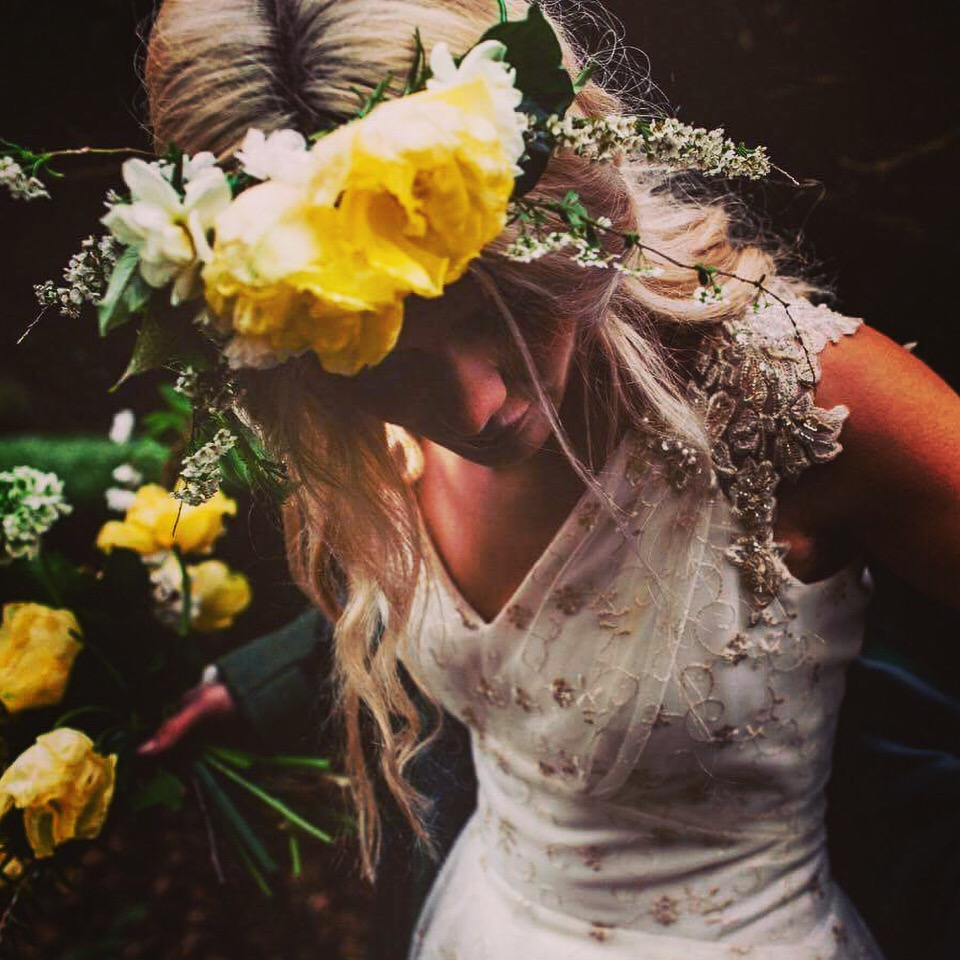yello rose flower bride